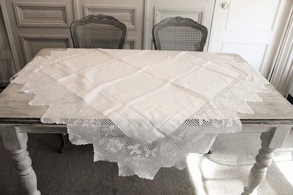 アンティークリネンのテーブルクロス