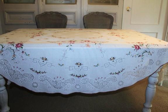 ヴィンテージのテーブルクロス